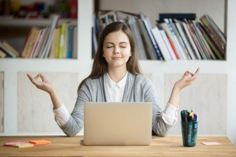 Nainen tietää, kuinka hallita stressiä