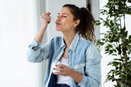 Jogurttidieetti on terveellinen keino pudottaa painoa