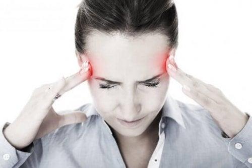 Kuinka lievittää migreeniä 6 luontaishoidolla