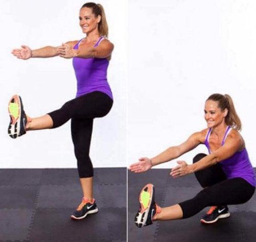 Pistoolikyykky treenaa tehokkaasti jalkojen ja pakaroiden lihaksia