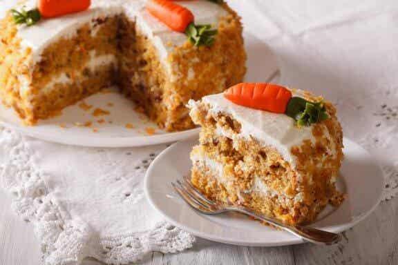 Herkullinen rasvaton, munaton, vegaaninen porkkanakakku