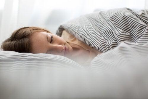 Riittävä uni on avaintekijä jännityspäänsäryn hoidossa ja ehkäisyssä.