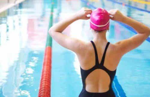 Vesipelon voittaminen ja uimaan oppiminen
