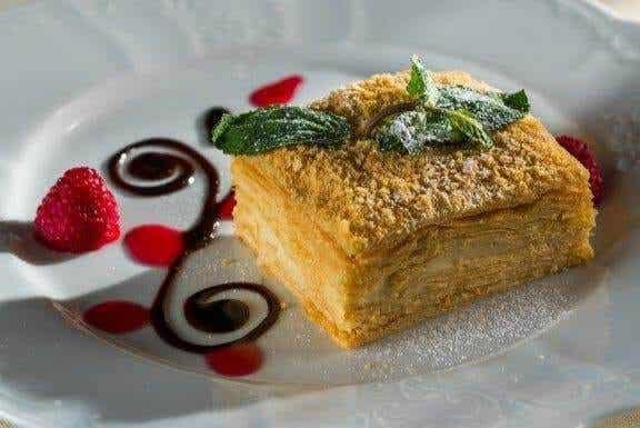 Vaniljainen mille feuille-leivos eli napoleoninleivos