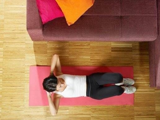 Vatsalihasten kunnon kohentaminen helpoilla liikkeillä
