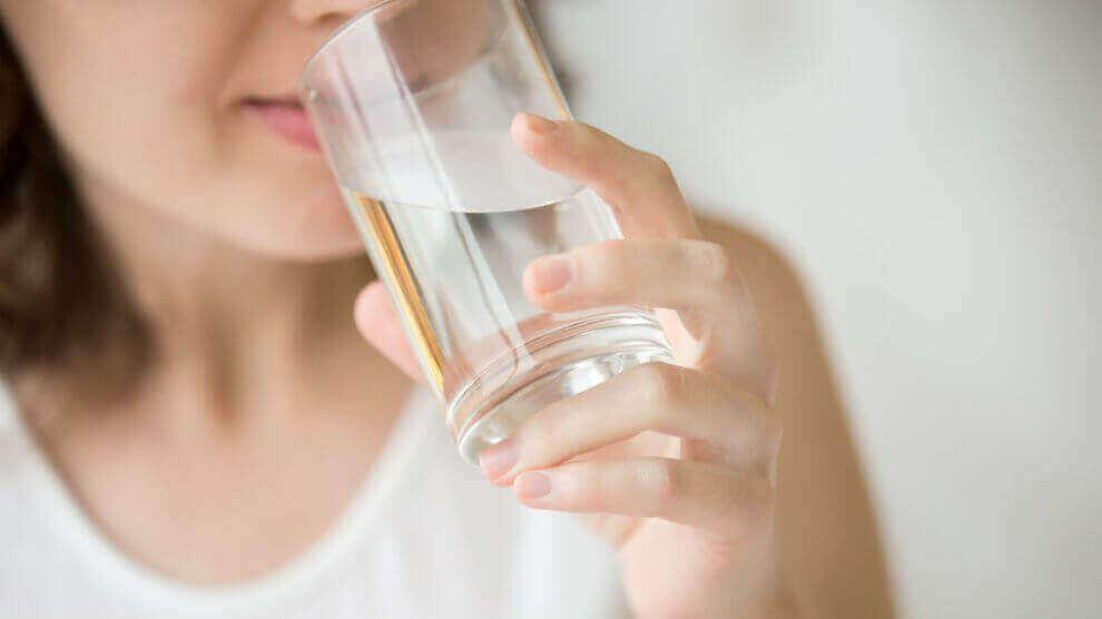 pysy hoikkana ja kunnossa juomalla vettä