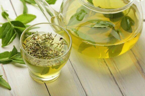 Kolme tapaa nauttia vihreää teetä painonpudotuksen edistämiseksi