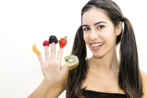 Kolmen suuremman aterian sijaan päivässä tulisi nauttia viisi tai kuusi pienempää ateriaa