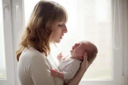 Kuinka rauhoitat vauvan, joka itkee taukoamatta