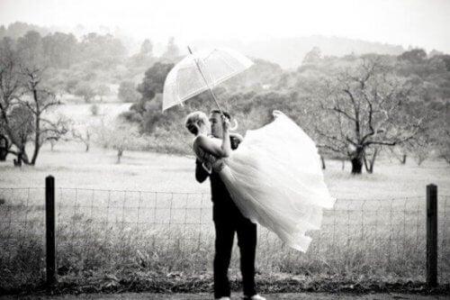 nuorena avioituminen