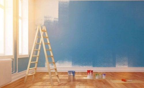 Huoneen seinien maalaus