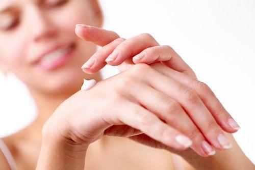 kosteusvoidetta käsille