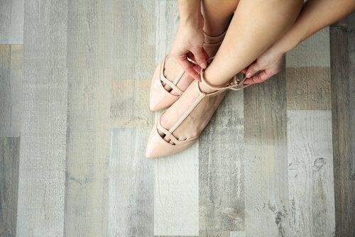 Teräväkärkinen kenkämalli sopii erinomaisesti lyhyelle naiselle