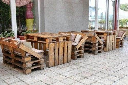 Huonekaluja kierrätysmateriaaleista: 8 nerokasta ideaa