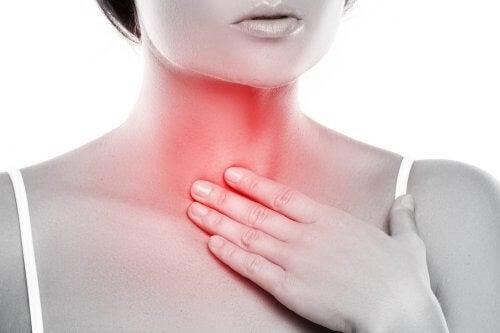 Luonnollinen suun puhdistus kurkunpääntulehduksen hoitoon