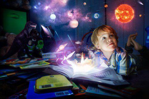 Lahjakas lapsi on kiinnostunut maailmasta