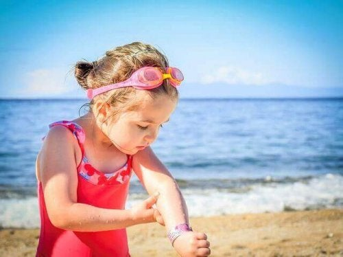 Aurinkovoidetta tulisi muistaa lisätä myös rannalla aina kahden tunnin välein