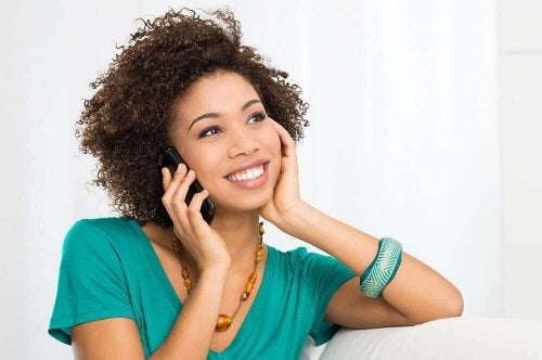 Varattu mutta kiinnostunut henkilö soittaa sinulle, kun hänellä on parisuhdeongelmia