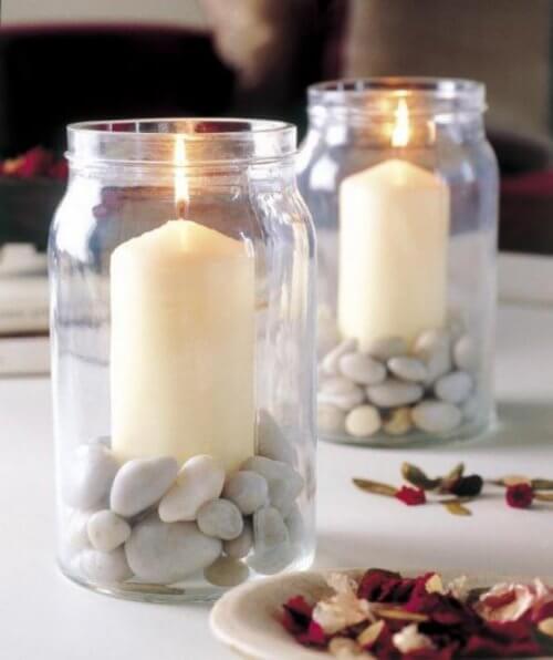 Romanttiset kynttilät ovat intiimin illallisen ykköskoriste