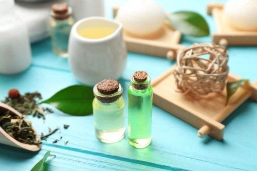 Teepuuöljy auttaa hillitsemään ja hoitamaan ihotulehduksia