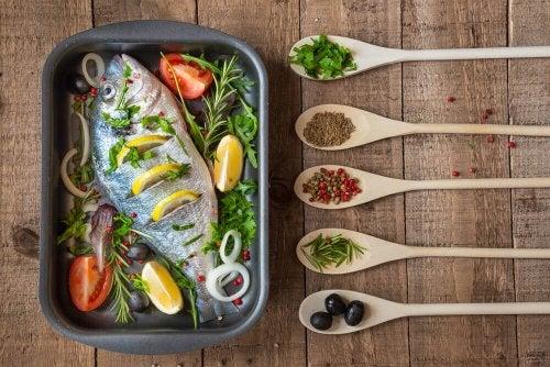 Keittäminen ja uunissa paistaminen lienevät kaikkein suosituimmat ruoanlaittomenetelmät