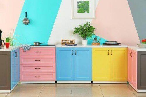 Kuinka uudistaa keittiö edullisesti