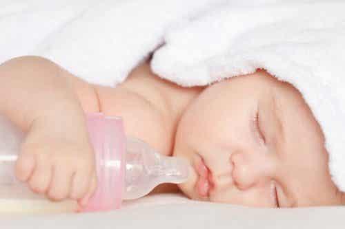 Onko tuteista ja tuttipulloista haittaa vauvalle?