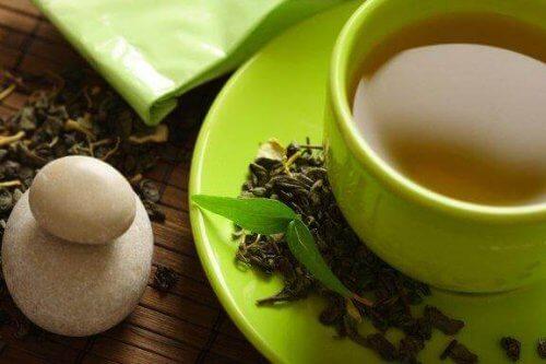 Auttaako vihreä tee pudottamaan painoa?