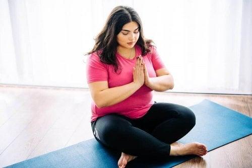 10 syytä, miksi jooga on hyväksi ylipainoisille ihmisille