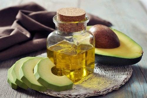 Avokadon sisältämät ravintoaineet kosteuttavat tehokkaasti ihoa ja hiuksia