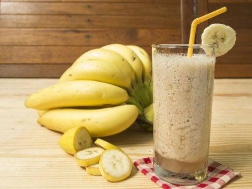 Banaani tuo aktiiviliikkujan proteiinipirtelöön tarvittavaa energiaa ja hiilihydraatteja
