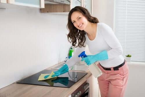 Ekologiset, kotitekoiset keittiön rasvanpoistajat