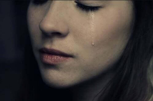 tyttö, anna kyynelten tulla
