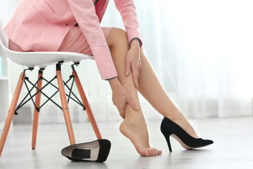 Turvonneet jalat: 8 keinoa turvotuksen lievittämiseen