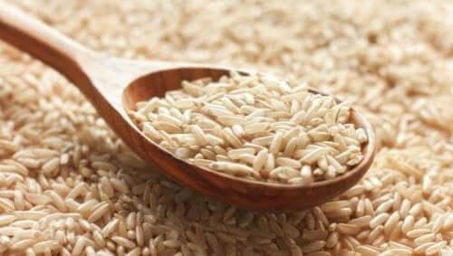 Riisin kypsentäminen mikrossa nopeuttaa ruoanlaittoa