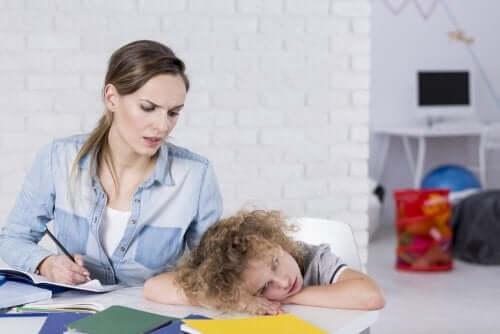 Miten huomata lapsen tarkkaavaisuus- ja ylivilkkaushäiriö ajoissa?