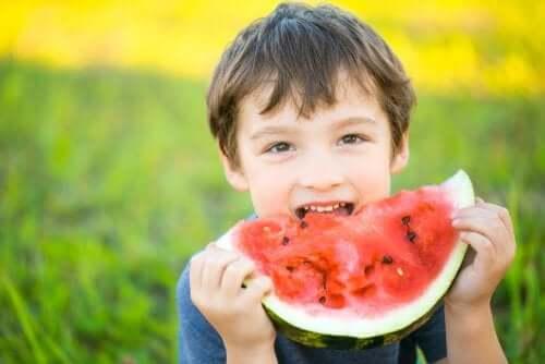 On tärkeää, että kasvavan lapsen ruokavalio on terveellinen ja tasapainoinen