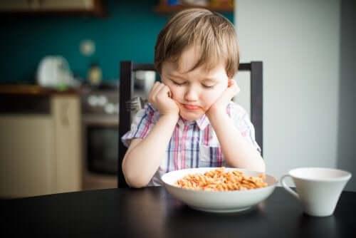 Mitä tehdä silloin, kun lapsi ei halua syödä?