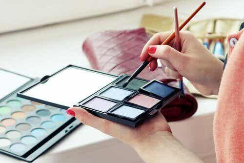 Vältä näitä myrkyllisiä ainesosia kosmetiikassa