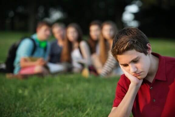 Auta lapsiasi kohtaamaan ikätovereiden painostus
