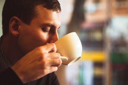 strategioita liiallisen kahvinjuonnin hillitsemiseksi