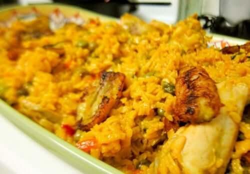 Herkullinen resepti kanasta ja riisistä espanjalaisittain