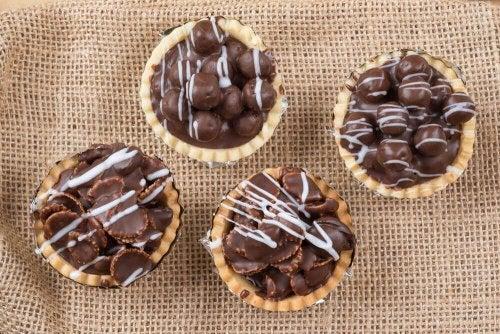 Näin valmistuu maailman paras suklaapiirakka