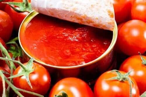 tomaatit ja tomaattikastike