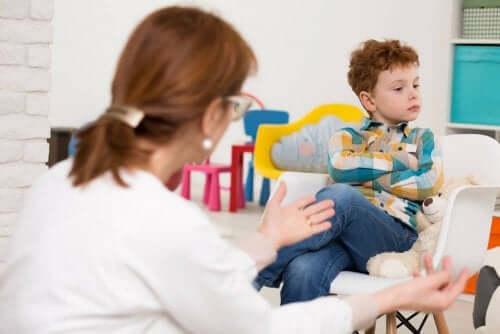 Lapsen tarkkaavaisuus- ja ylivilkkaushäiriön diagnoosi voi ottaa jopa kuukausia