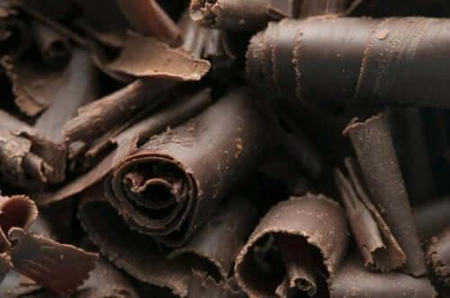 Suklaapiirakka tummasta leivontasuklaasta