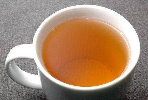 Väinönputkesta valmistettu tee sopii mainiosti hermostuneisuuden lievittämiseen