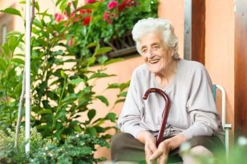 Auta iäkästä ihmistä selviytymään sairaudesta