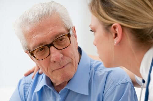 iäkästä ihmistä voi auttaa monin tavoin