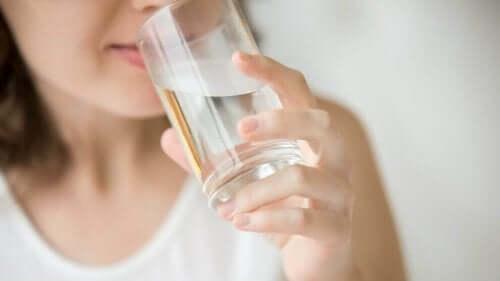 rasittuneiden lihasten elvyttämiseksi voi juoda vettä